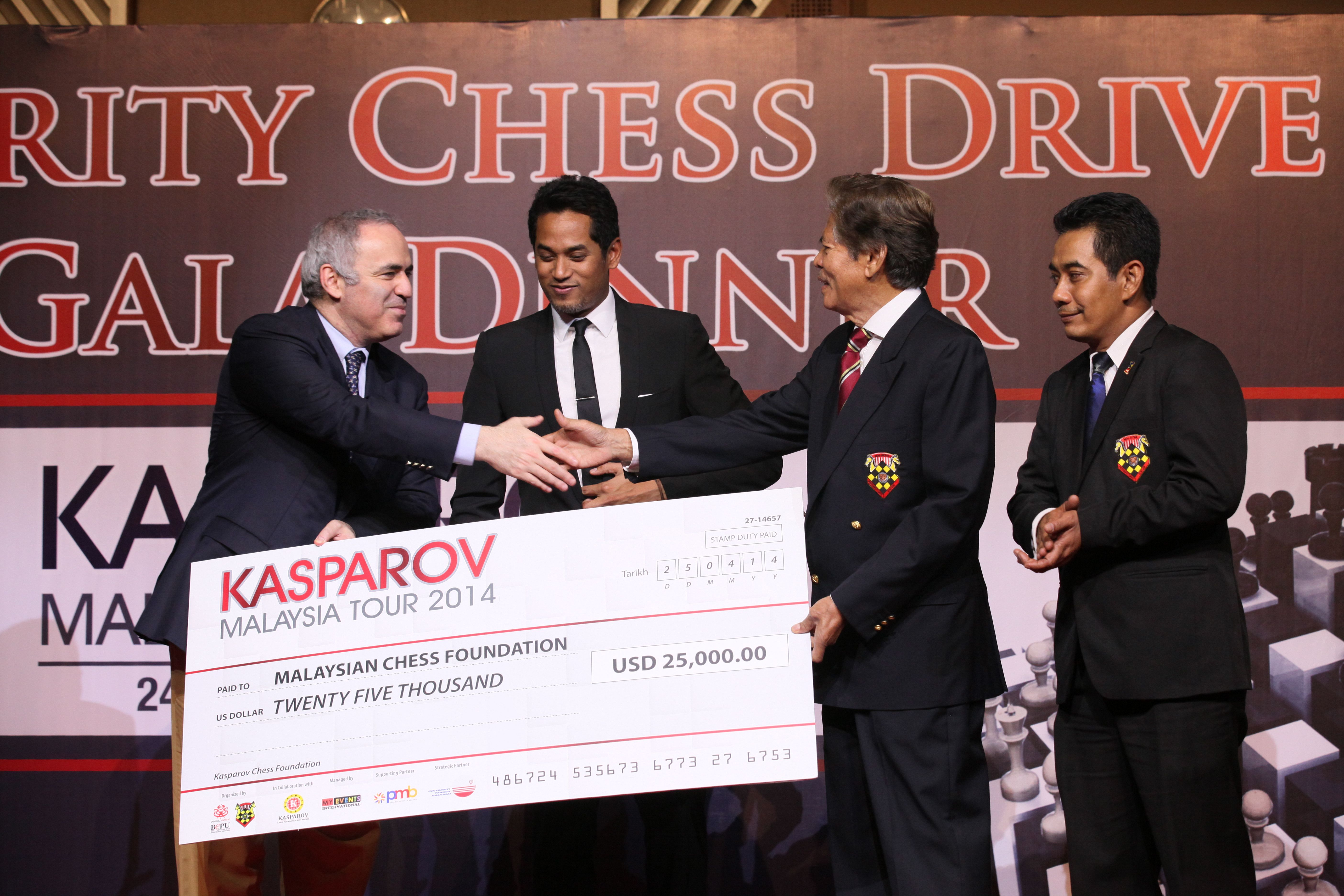 Garry handing over a cheque to Tan Dri Ramli Ngah Talib to help start Kasparov Chess Foundations Asia-Pacific's support for Chess in Education copy