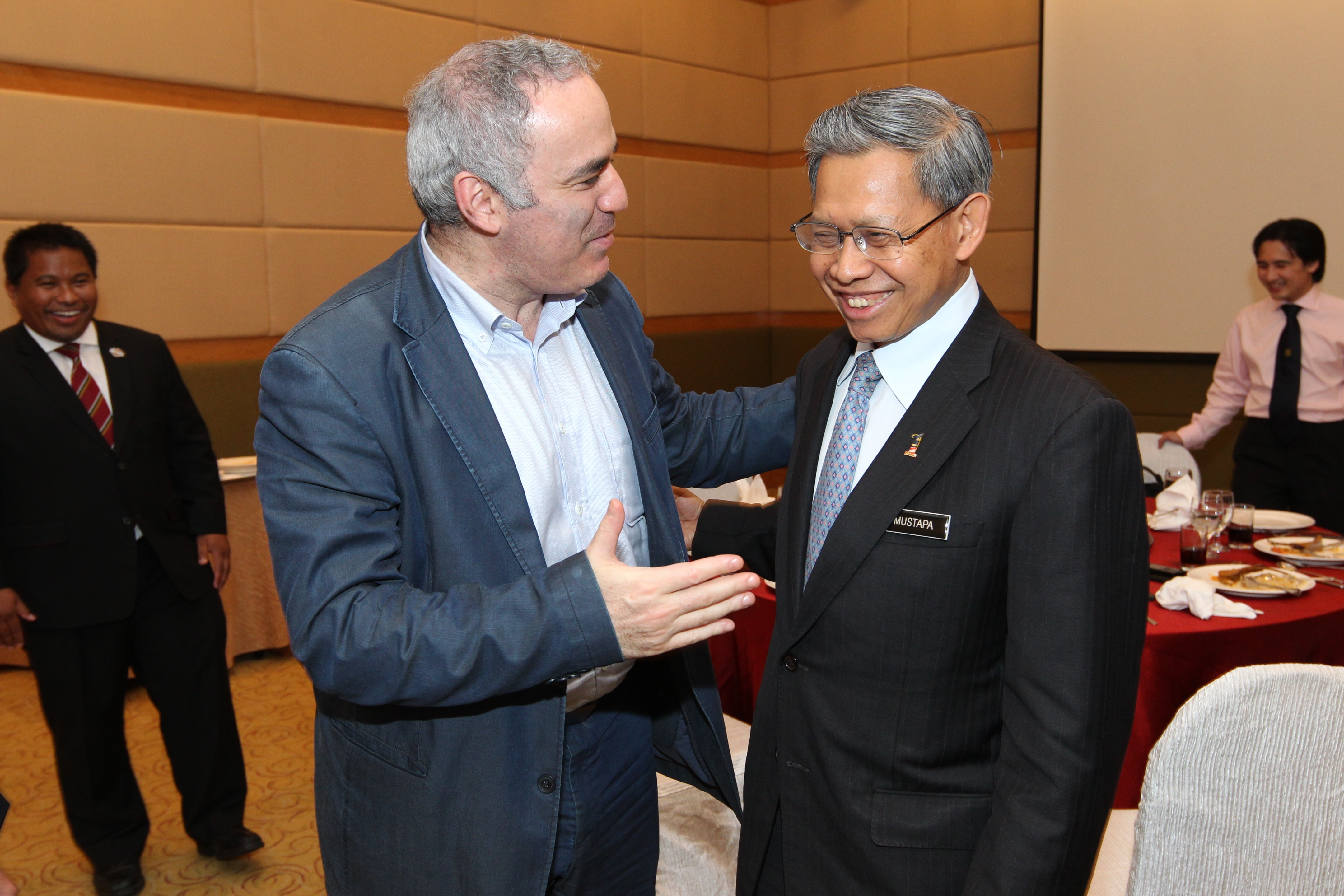 Garry in converation with Dato Sri Mustapha Mohamad, Minister for International Trade & Industry copy