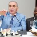 Обращение Каспарова к представителям спонсоров и Шахматной федерации Уганды (ШФУ). Фото Мпаланьи Ссентонго.