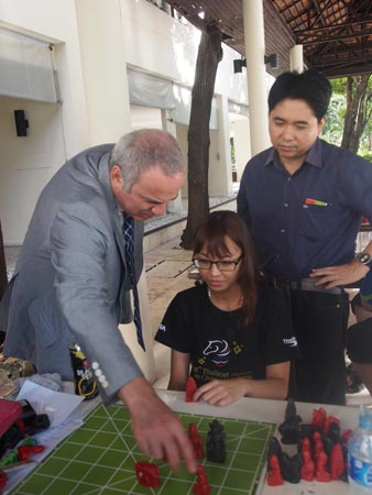 Kasparov learning Myanmar Chess as Treasurer Sahapol watches