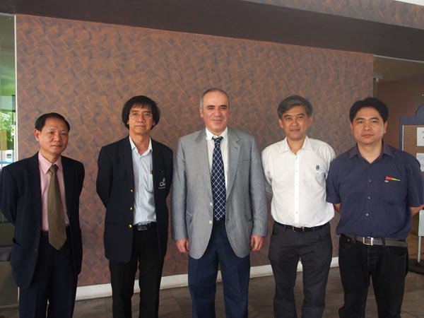 Leong, Secretary Panupand, Kasparov, Vice President Nararat and Treasurer Sahapol