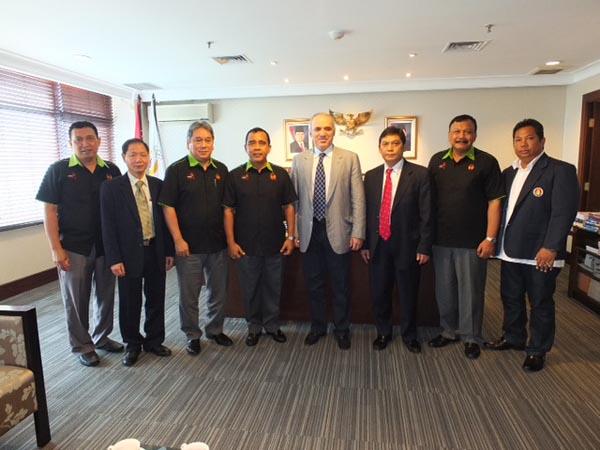 Left to right – Hamidy (Secretary-General), Ignatius Leong, Immanuel Robert Inkiriwang, Tono Suratman (Ret. Major General), Garry Kasparov, GM Utut Adianto, Suwarno (Ret. Major General), Rikardo (Indonesian Chess Federation)