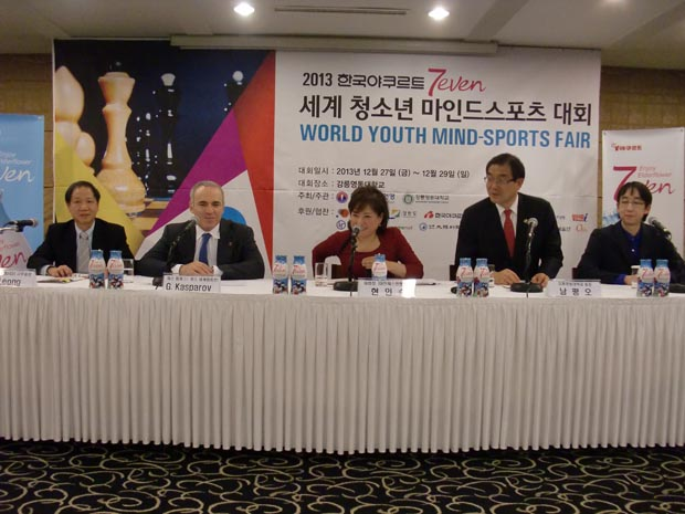 Press Conference held at the Seoul Foreign Correspondents' Club – from left, Ignatius Leong, Garry Kasparov, KCF President Mdm Hyun In Suk, President of Gangneung Yeongdong College Mr Nam Pyeong Oh and the translator.
