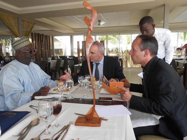 Garry Kasparov, Antouman Njie and Larbi Houari in Dakar - 2014, January 28th