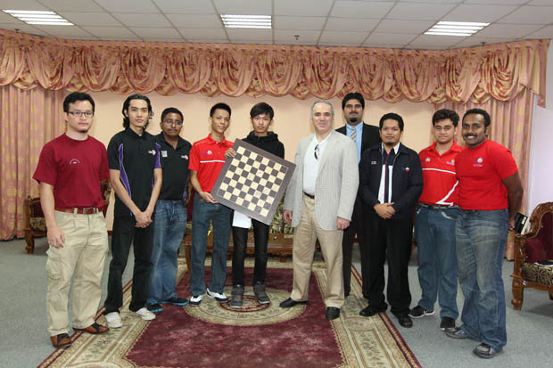 Garry officiates the launch of the University Tenaga Malaysia (UNITEN) chess club.  Malaysia, 2014