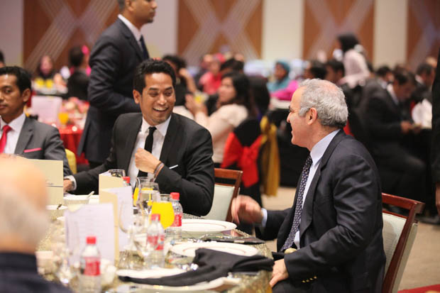 Khairy Jamaluddin at dinner with Garry