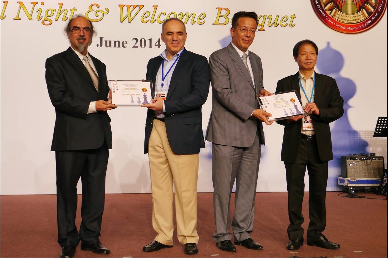 Jose Silveirinha, President of Macau Chess Association, Kasparov, Tavares and Ignatius Leong, President of the ASEAN Chess Confederation.